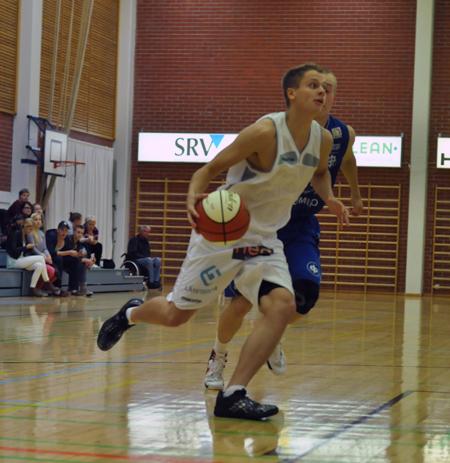 Joona Forsström pelasi poikkeuksellisesti takamiehen paikalla. Jalat olivat kovilla.
