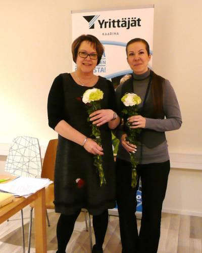 Kuvassa oikealla Johanna Saarinen ja vasemmalla edellinen puheenjohtaja Marja Vaiste. Kuva: Maria Karlsson.