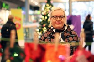 Skanssin kauppakeskuksen toimitusjohtaja Liisa Nikkanen uskoo, että perheet satsaavat jouluun tänäkin vuonna.