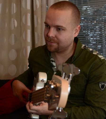 Ylen Uuden Musiikin Kilpailussa jatkoon päässeen MAKEA:n kaarinalaisbasisti Jussi Mäkelä on kokenut muusikko.