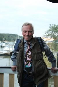Urho Finnholm valitsi teemaan sopivan kravaatin.
