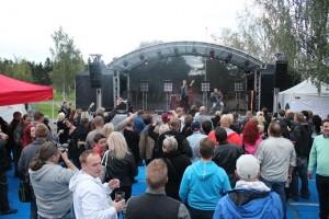 Tauski ja Janne Hurme täyttivät lavan edustan.