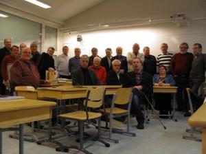 Vuoden 1962 kahdeksasluokkalaiset olivat kokoontuneet entiseen luokkahuoneeseensa Valkeavuoren koululle.