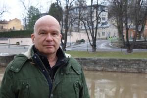 Sattumateoriaa suhteessa yhteiskunnalliseen päätöksentekoon tutkinut Jukka Helttula valmistautuu perjantaina järjestettävään tohtorinväitöstilaisuuteen.