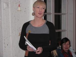 Vuoden 2014 kilpailun voittaja Mirkka Mattheiszen luki otteita luonto- ja ihmisteemoissa liikkuvasta teoksestaan Kuvittele reuna.