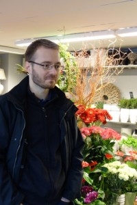 Mikko Hurme haki vaimolleen syntymäpäiväkukkia.