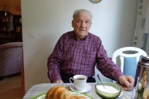 Kauko Heikkilällä on kerrostalokoti Hovirinnassa. Hän on seurannut Kaarinan rakentumista 1950-luvun alusta alkaen.