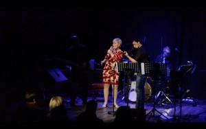 Bossalino-orkesteri suoritti ensiesiintymisensä Kaarina-Teatterissa eilen perjantaina. Orkesterin solistina toimi Eija Talo-Oksala