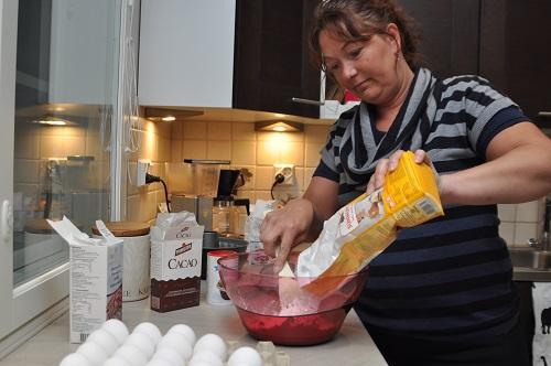 Niina Merivirta kehottaa leipomaan vain hyvällä tuulella.