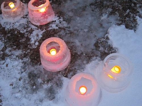 Pakkanen teki jäälyhtyjen teon mahdolliseksi. Kuva 6.1.16 klo 16 Suomusjärvellä Salossa. Kuvaaja Helmi Vendelin.