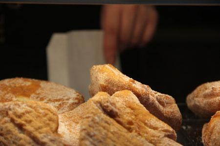 Vaniljanyytit on tehty Ruskolla Bulleriinan leipomossa.
