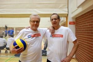 Raino Timonen (vas.) ja Pentti Kari pelasivat turnauksessa Lions Club Turku Suikkilan joukkueessa.