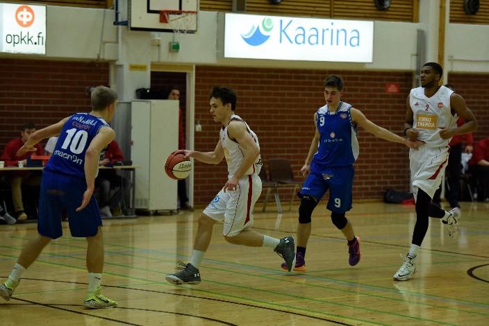 Santeri Latvalan kolmonen pelin viime minuuteilla oli yksi pelin käännekohta. Ura voitti viimeiset minuutit 10-2.