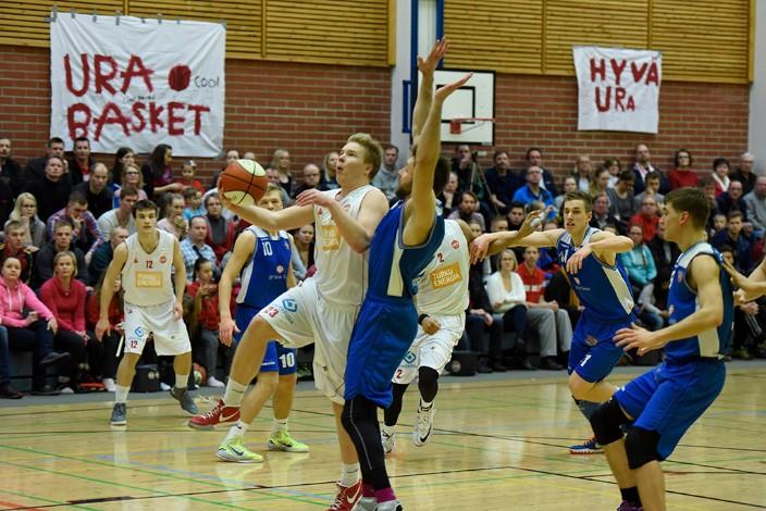 Riku Laine siirtyy loppukaudeksi vahvistamaan FoKoPon joukkuetta yhtä sarjatasoa ylempänä. Rikun ensimmäinen ottelu on torstaina Jyväskylässä HoNsUa vastaan.