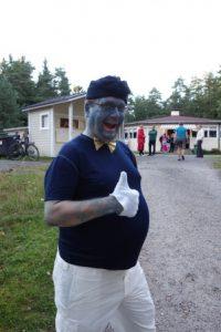 Suurstrumffin hahmosta mallia ottanut Jyrki Välilä muisteli tanssineensa vuosien mittaan monissa erilaisissa naamiaisasuissa, suohirviöstä länkkärihahmoon.