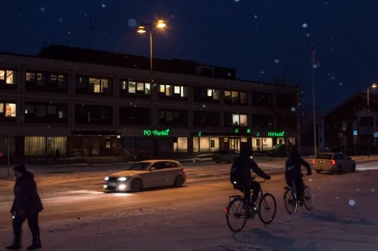 Osuuspankin konttori on ollut pitkään keskeisellä paikalla Piikkiössä. Kuva: Mikko Perttunen.