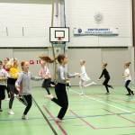 Karakteeritanssi tuo uutta balettitanssijoille. Jonossa ensimmäisinä Nuppu Luoto ja Helvi Kottonen.
