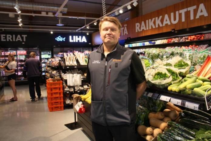 Kauppias Tuomo Hussi on aiemmin toiminut Turussa K-Market Portsan kauppiaana.